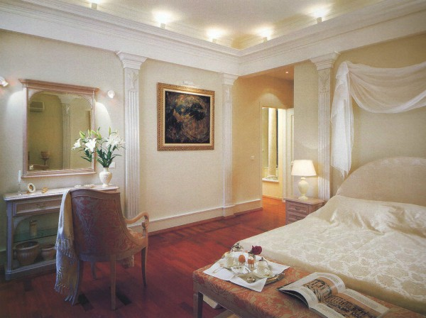 Дизайн спальни в античном стиле в квартире