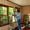 Можно ли самостоятельно установить деревянное окно?