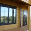 Окна и двери в доме из профилированного бруса
